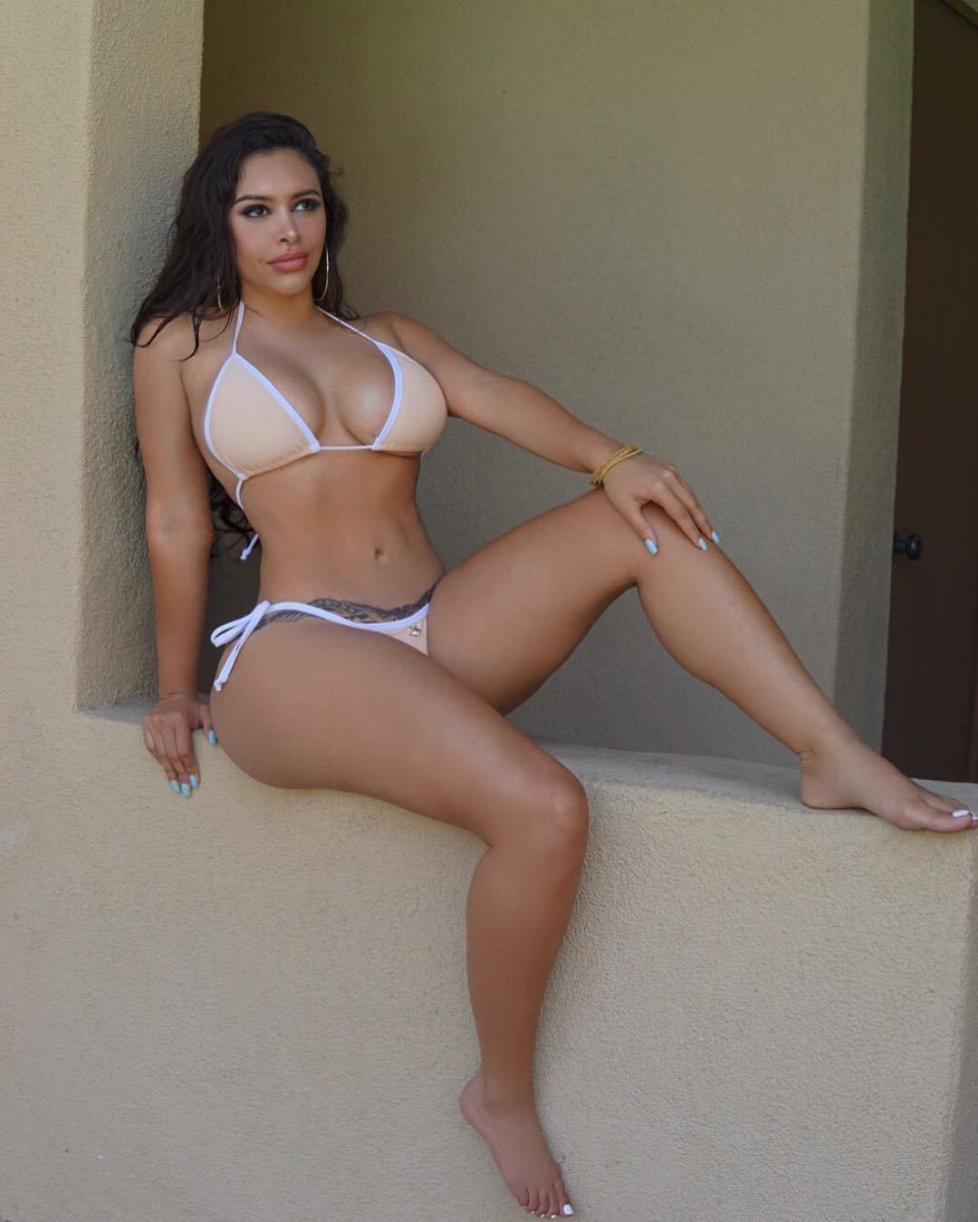 Nude Curvy Latinas