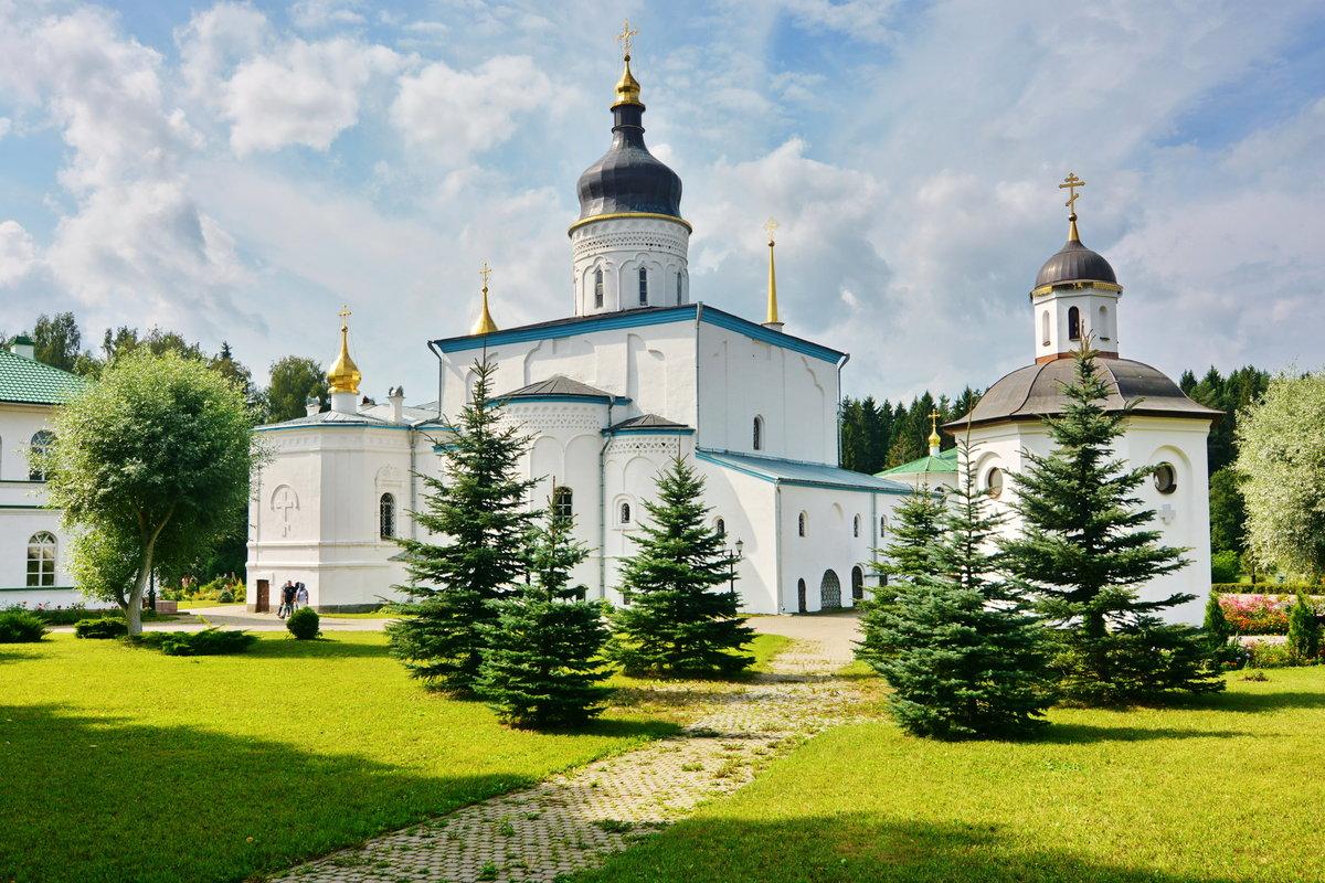 Трёхсвятский собор, Елеазаров монастырь