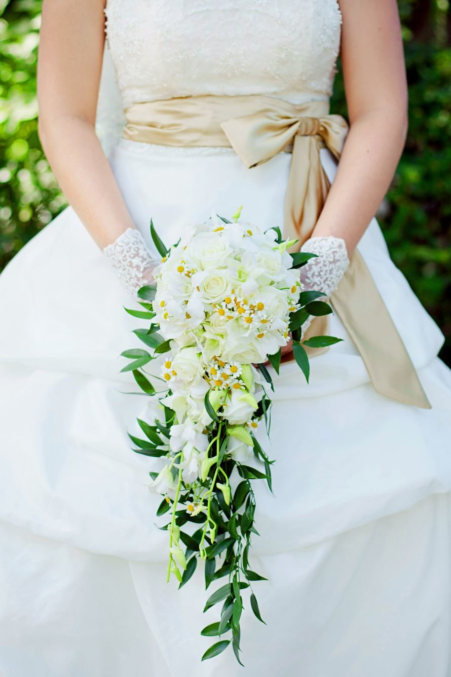 Недорого букет невесты каскадный из розы, букеты цветов цена