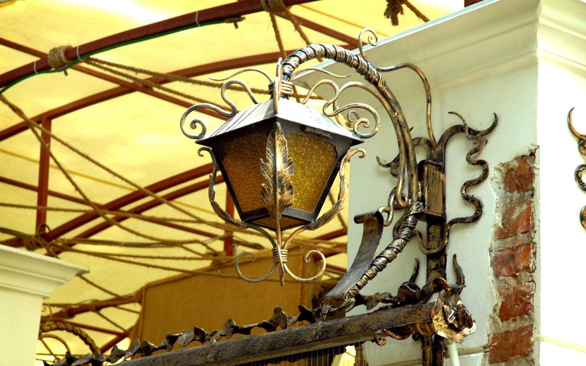Кованые люстры под старину фото