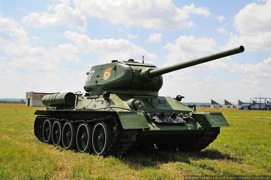 стоят фото с названием российская военная техника военного, человека мужества