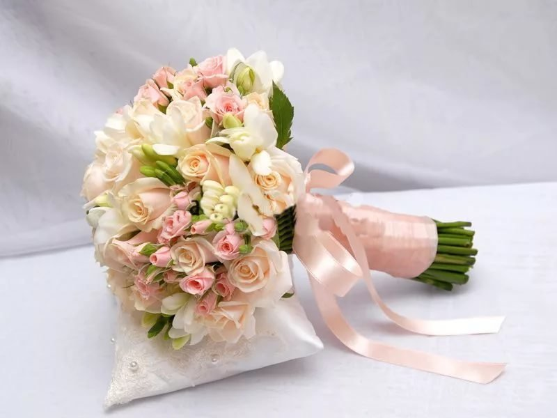 Оптом, как собрать свадебный букет из кустовой розы