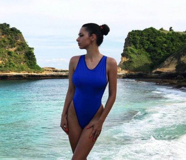 Видео девушки в закрытом купальнике, аврора порно биография