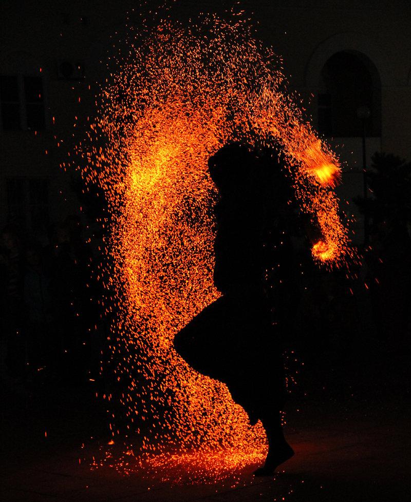 Картинки силуэты из огня