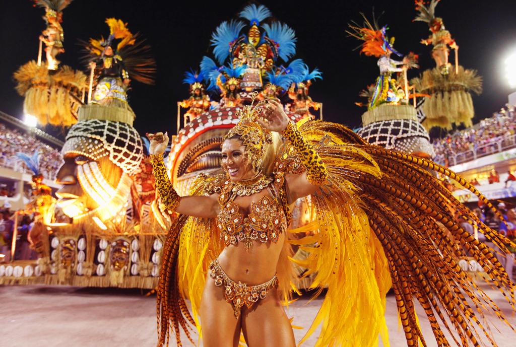 golaya-i-razvratnaya-brazilskiy-karnaval-pishek-v-vozraste-ebut-v-zhopu