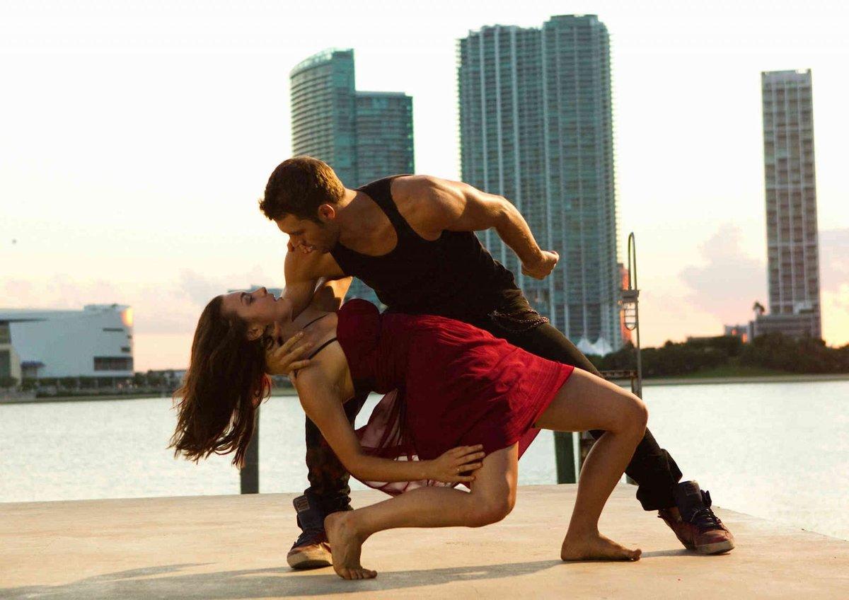 Надписью тоже, картинки девушка танцует с парнем