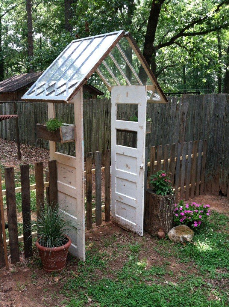 Применение старых деревянных оконных рам на даче
