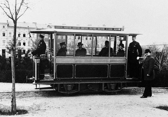 16 мая 1881 г. В Германии открыто пассажирское движение на первом в мире трамвае