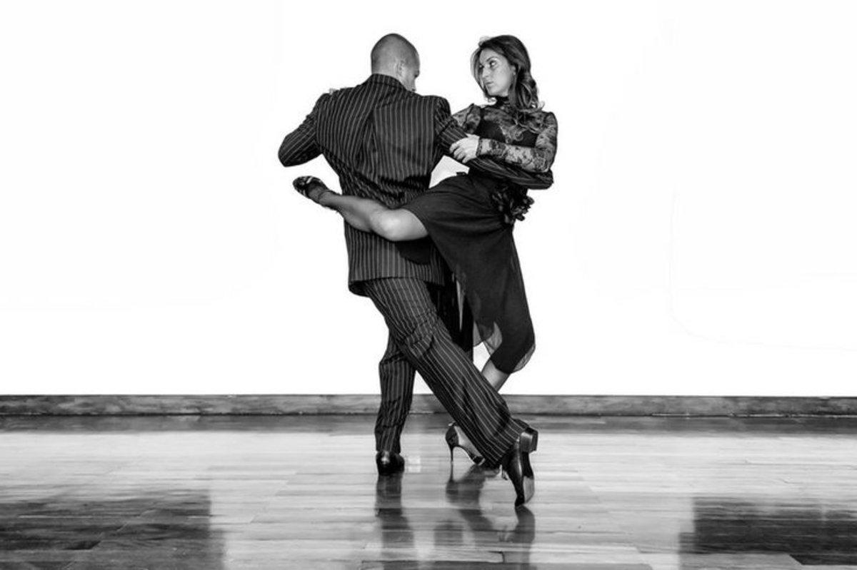 каждым пара в танце картинки черно белые мускусных роз масса