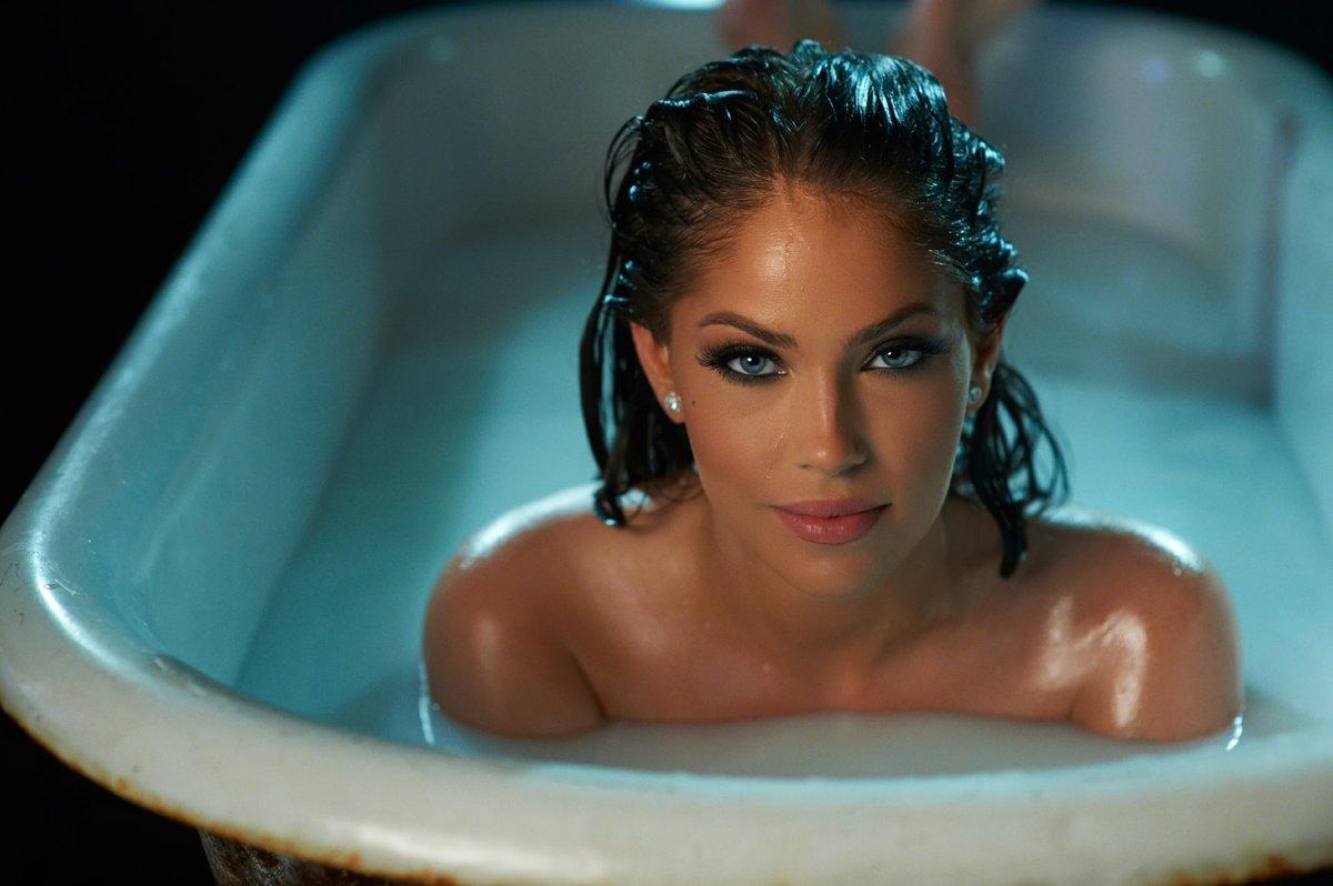Сексуально писает в ванной, Писает В Ванной (найдено 59 порно видео роликов) 13 фотография