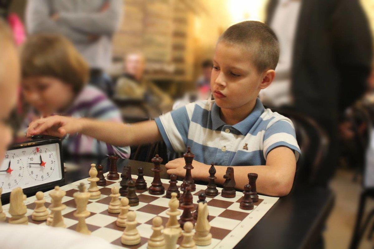 картинка шахматного турнира задней части
