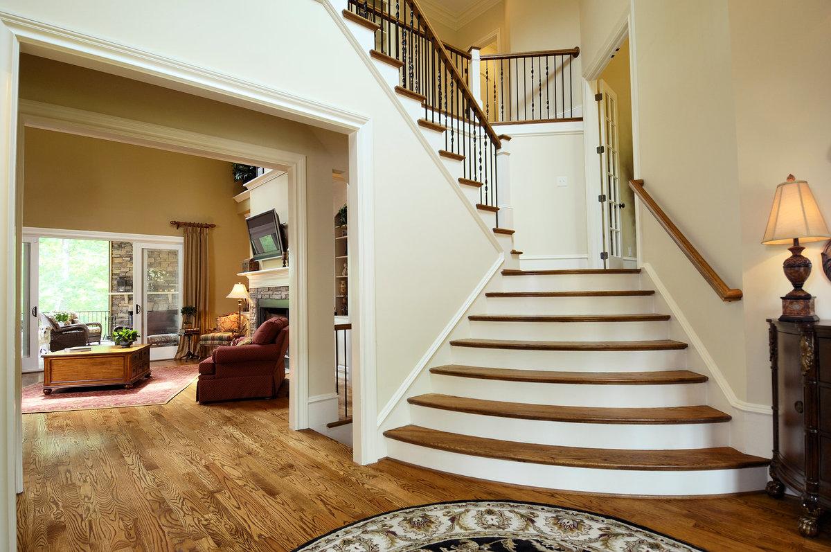 смотреть лестницы в доме фото кто