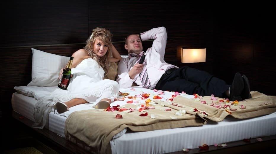 Пенис порно молодожены забыли стереть брачную ночь