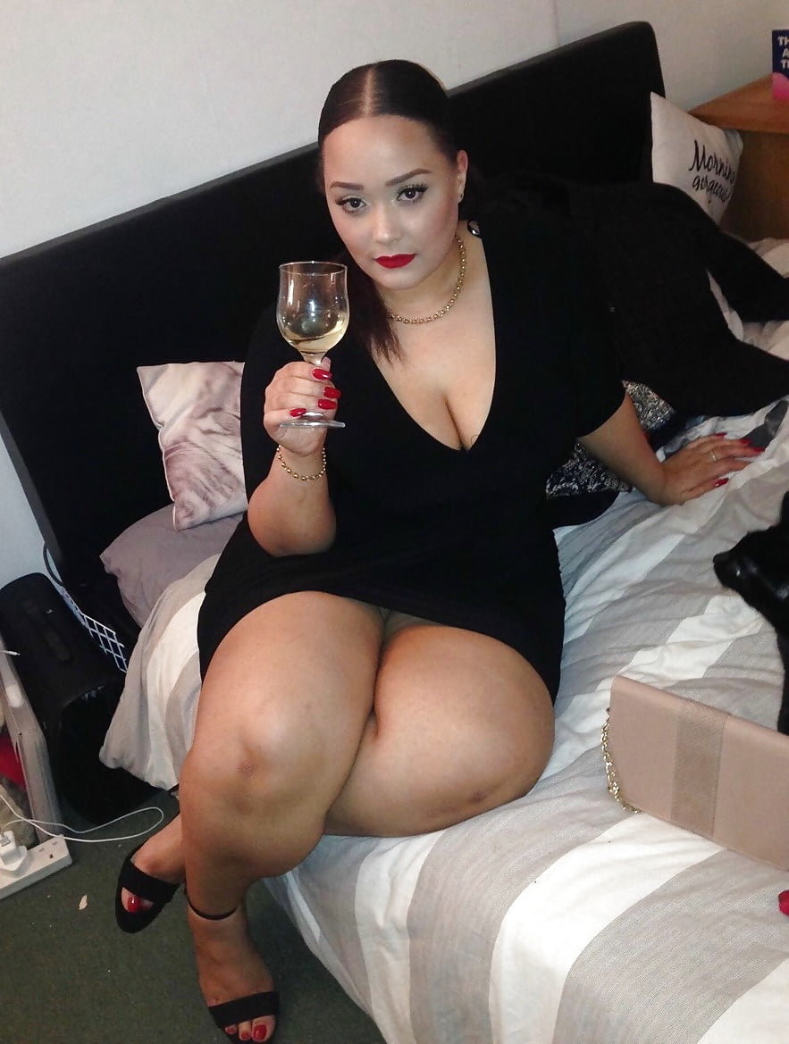 толстые ляжки фото девушек леди очень рада