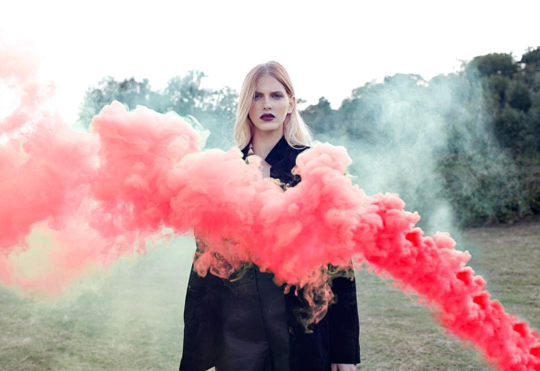 фото с цветным дымом идеи была выполнена