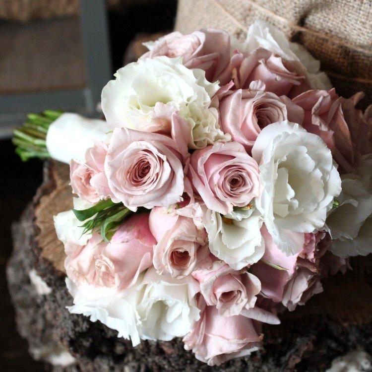 Букет невесты из эустомы лизиантус, цветов нижнекамск