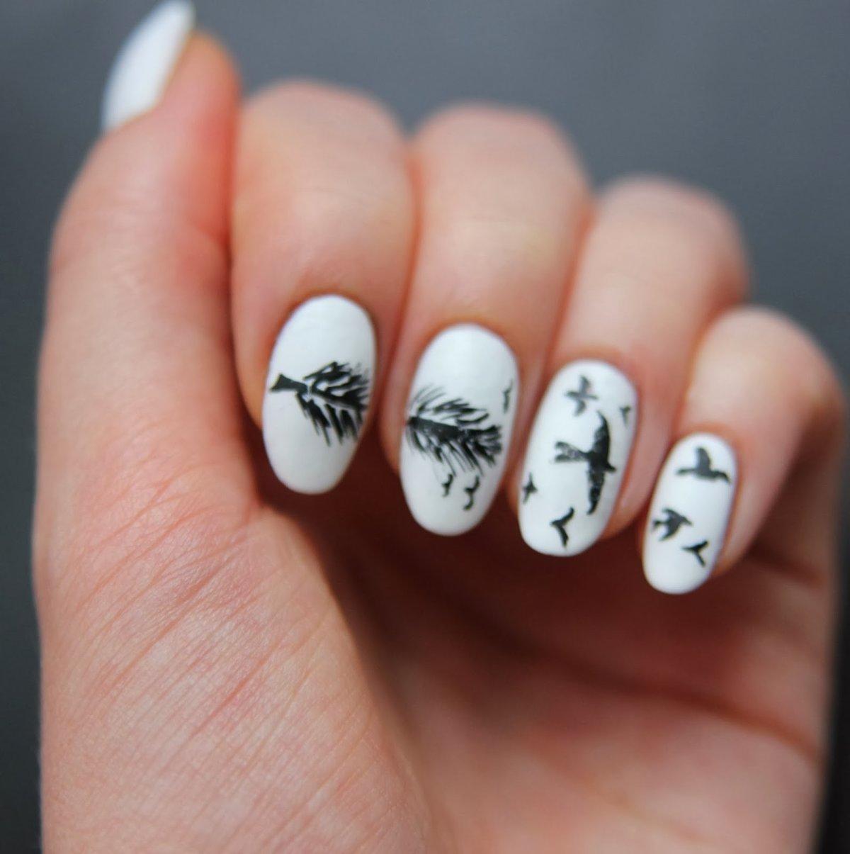 Рисунки от руки на ногтях