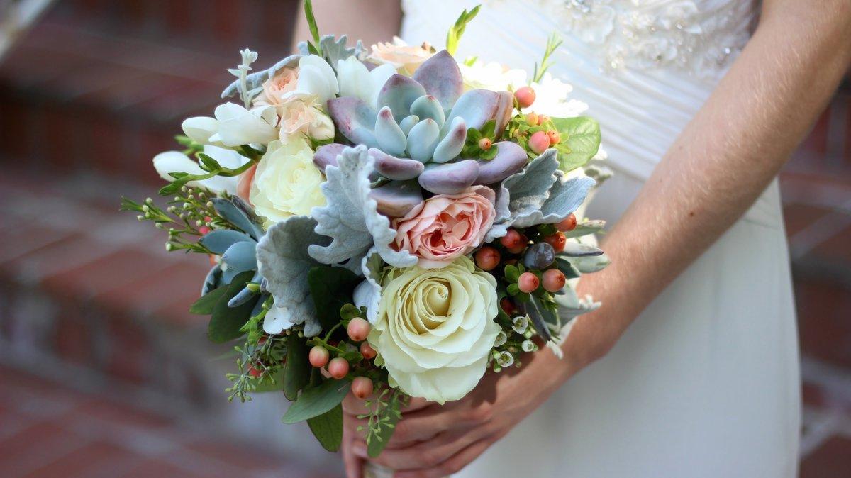 Какие цветы используют в свадебных букетах