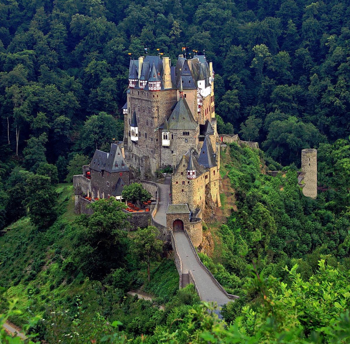 Самые красивые замки мира фото внутри