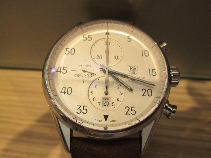 Часы года по версии chronos24 наши польские коллеги - часовой сайт chronos секундомер с секундной стрелкой выполнен по внешней большой шкале, счётчик прошедших минут располагается в районе 12 часов, счётчик прошедших часов располагается в районе 6 часов.