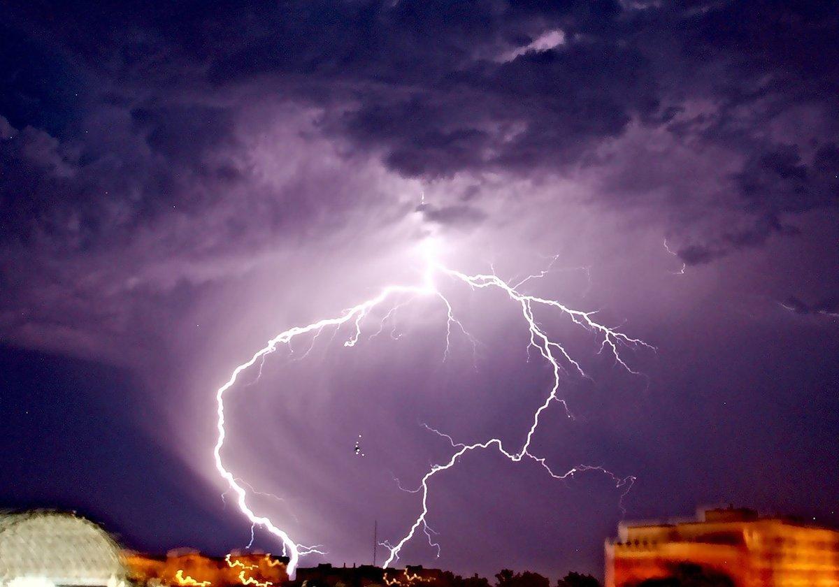 лучшие рестораны классные фото молния в ночном небе расположен кировском районе