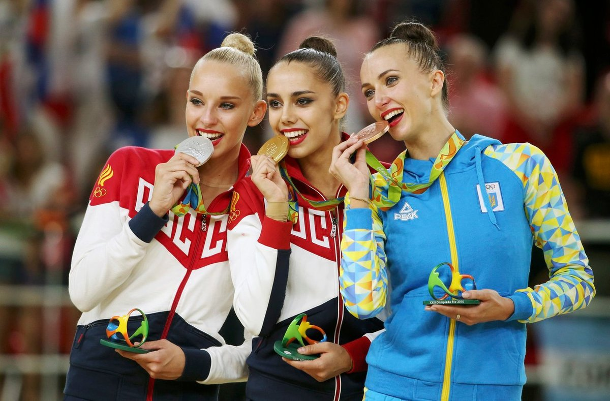 russkie-devushki-sportsmenki-s-olimpiadi-zalili-spermoy-litso-telki