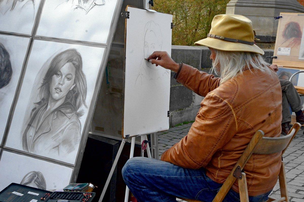 площадь художник пишет картину картинки седлом называют