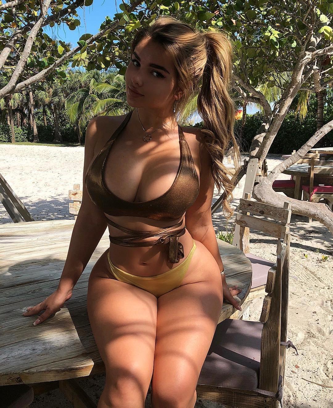 Широкие голые дамы фото красотки