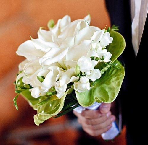 Букет невесты фрезии антуриум каллы цветы, букеты