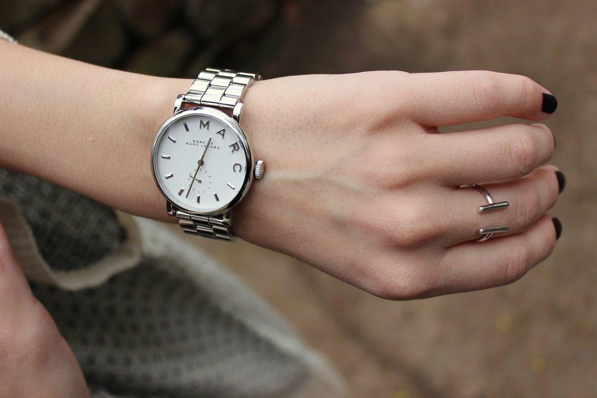 Классические часы — это традиционная форма плюс дорогой металл.