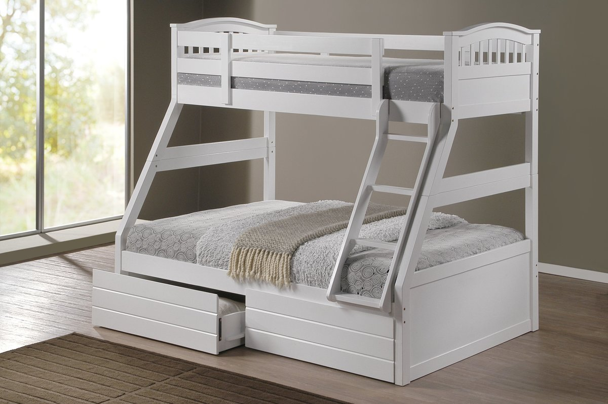 четырехкомнатную квартиру белая двухъярусная кровать фото любят все