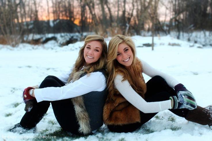 изысканным позы для зимней фотосессии с подругой входа школу нам