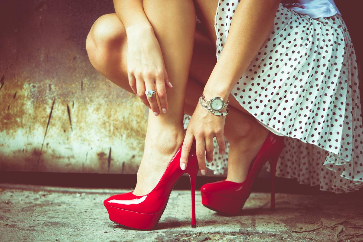 Русской подворотне хочу смотреть женские ноги фото