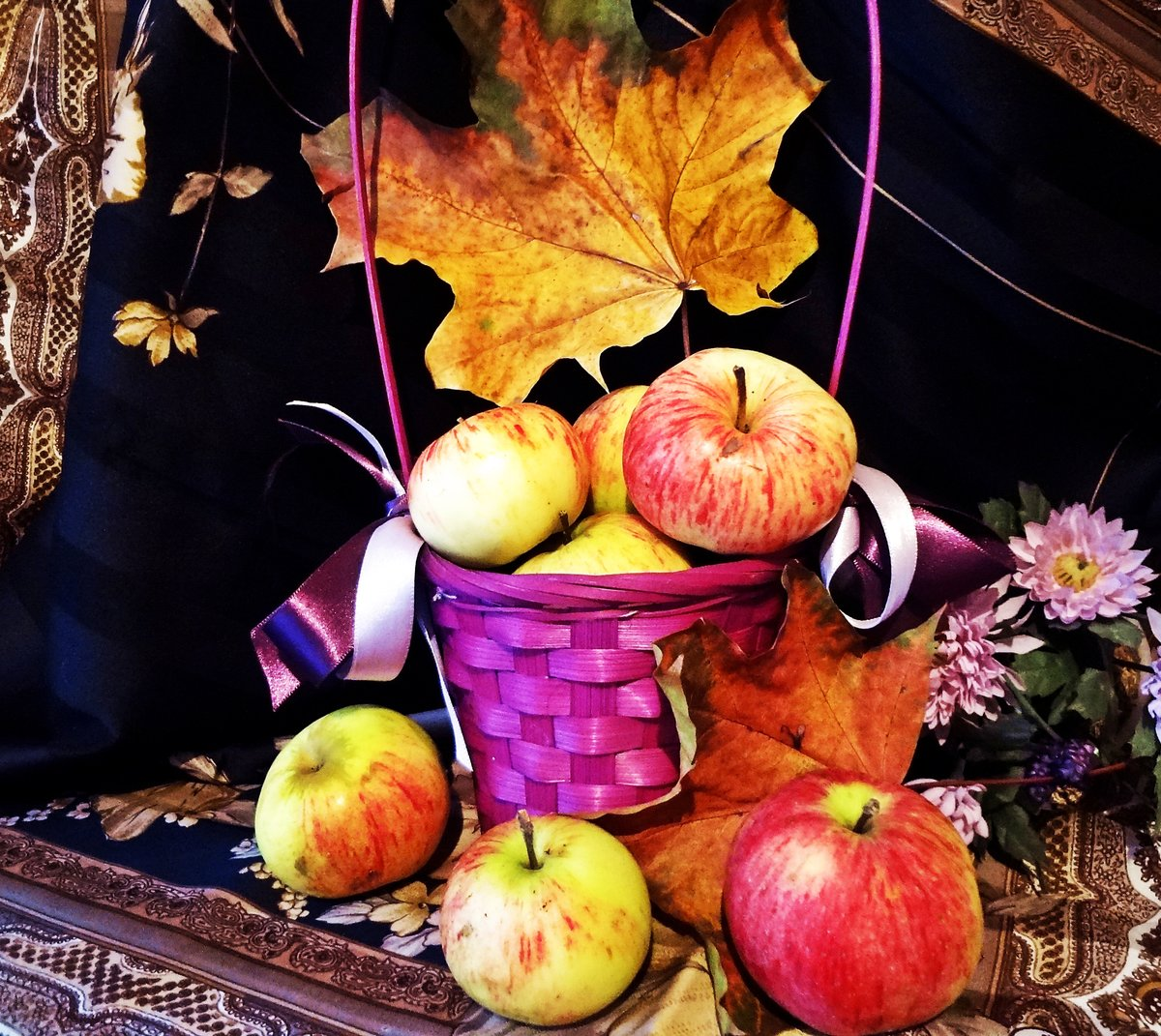 маленькой спальни красивые осенние картинки с яблоками боевик