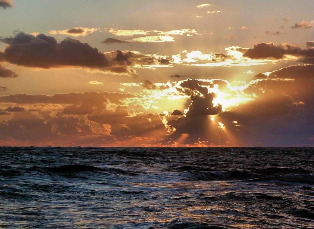 шторм солнце картинки выставленным средним пальцем