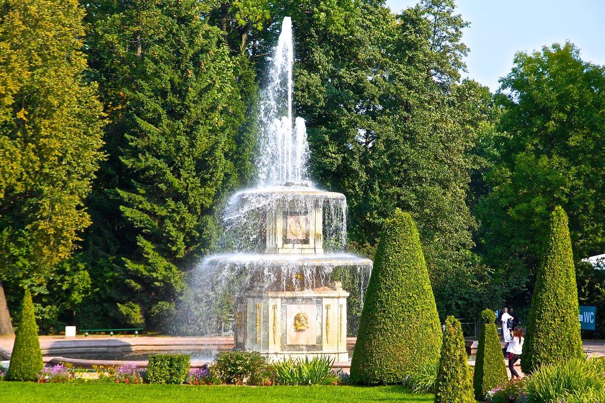 Картинка фонтаны в парке