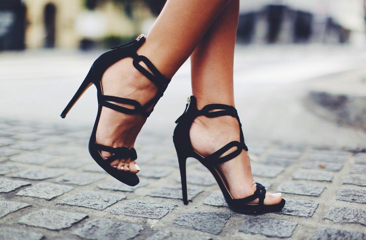 картинки босоножки на каблуке на ноге светлого
