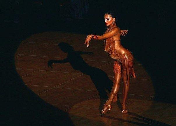 Румба девка в стрингах танец — 7