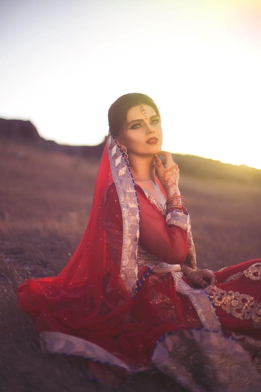 фото индийская девушка на природе