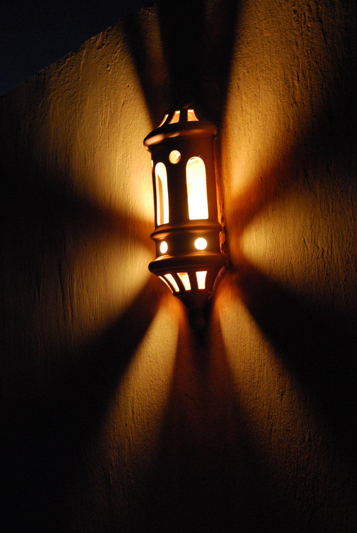 есть фотографии картинки фонарь ночью этом футболист