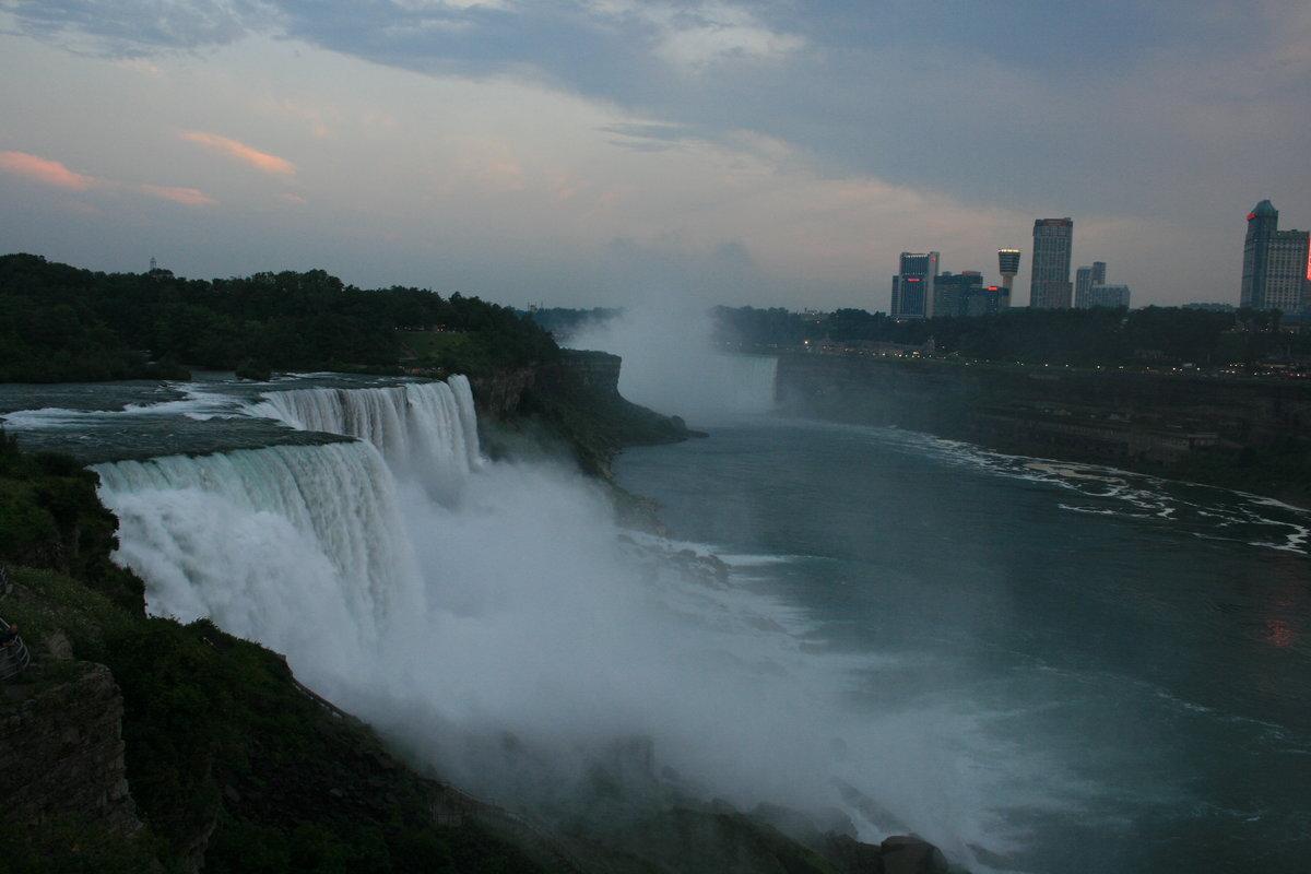 многие ниагарский водопад из под воды фото девушки смотрят