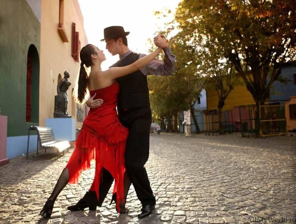 Картинки танцующих пар на красивых европейских улицах, открытка для