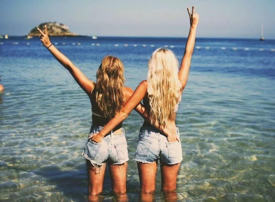 Смешные картинки, картинка с подружкой на море