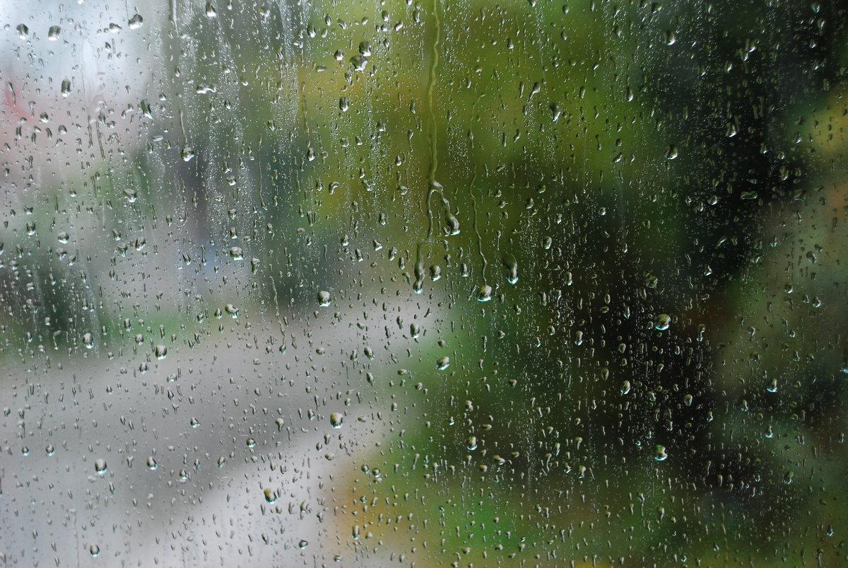 Картинка дождя по стеклу