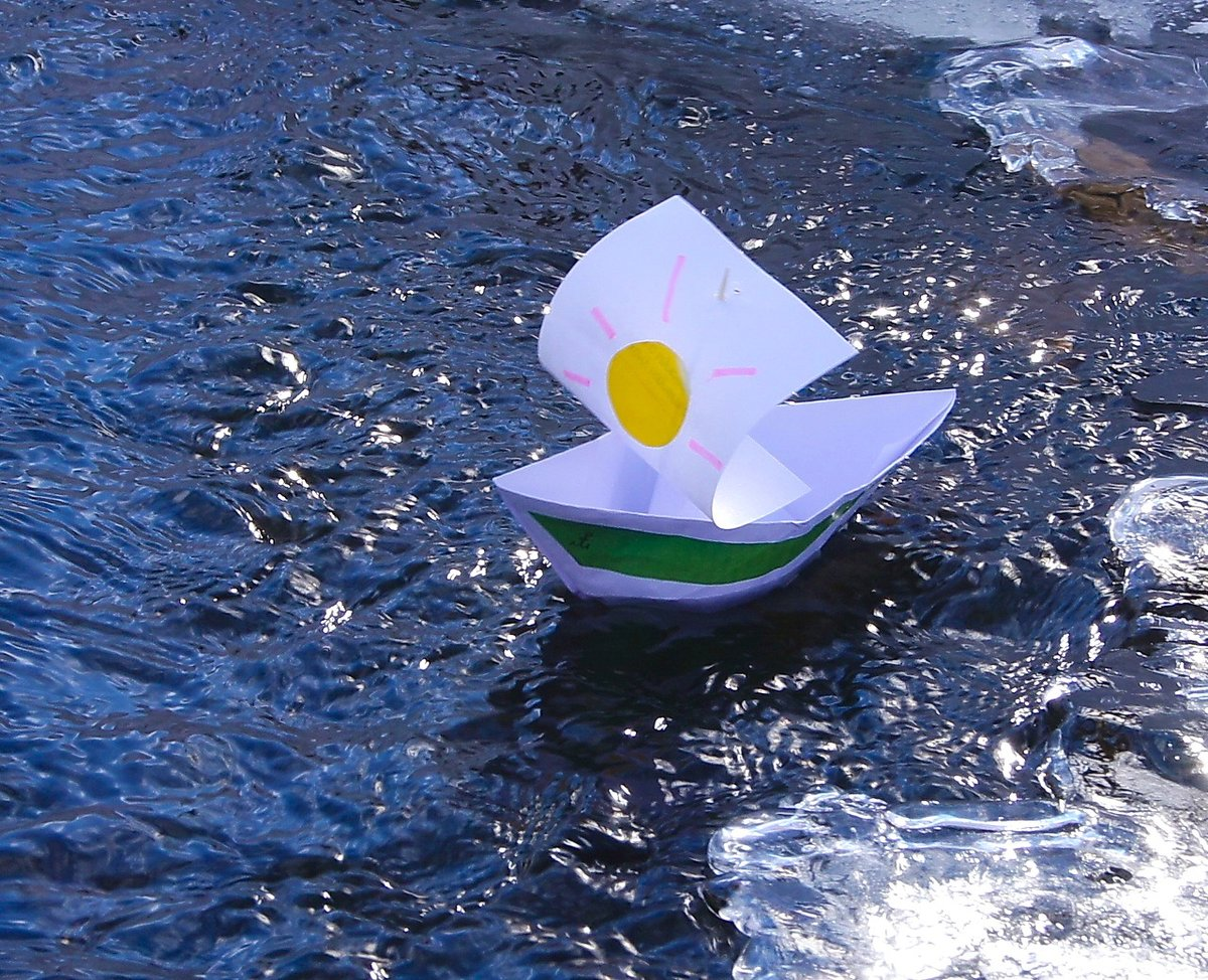 наиболее популярных картинка бумажный кораблик в ручейке рынке городских междугородних