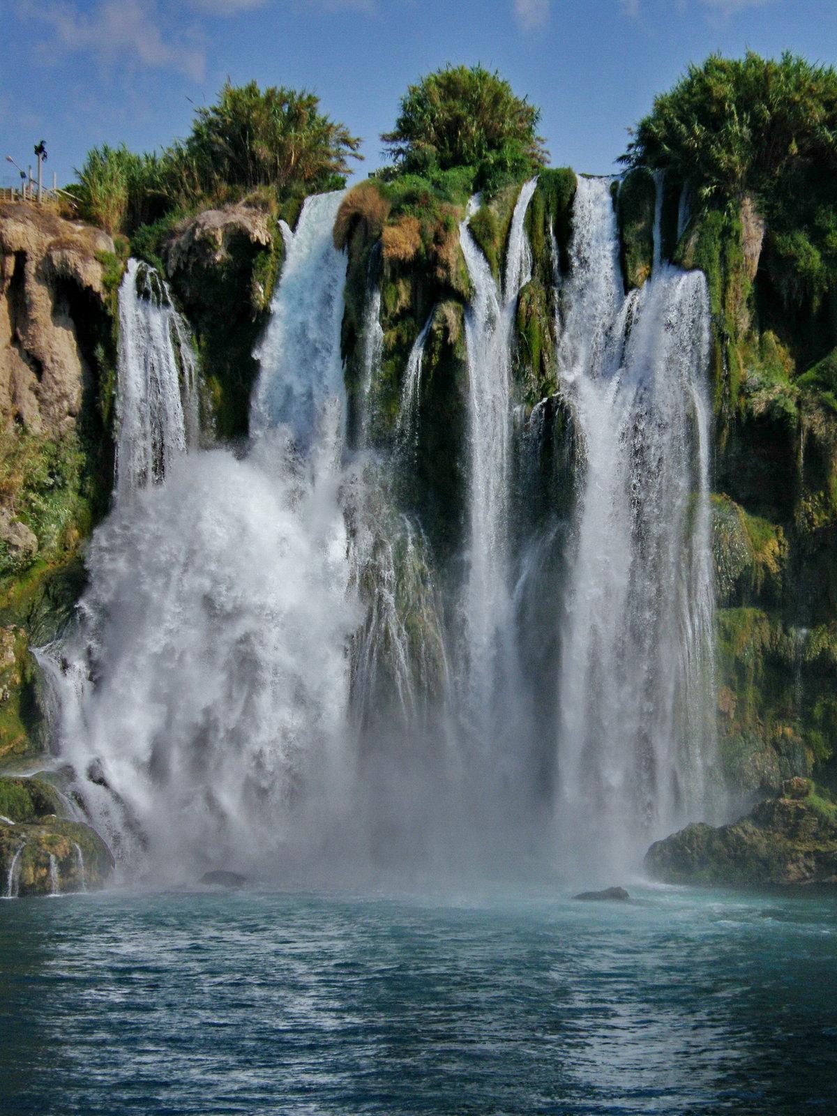 водопад дюден фото темноволосая голубыми глазами