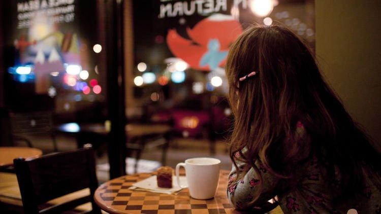 Картинки в кафе за столиком без лица