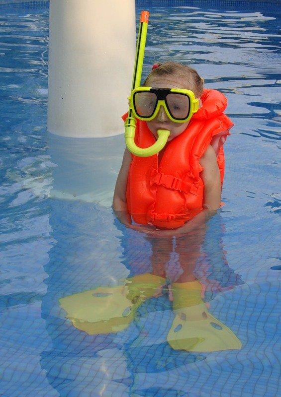 ищете картинки бассейн прикольные родители французского актера
