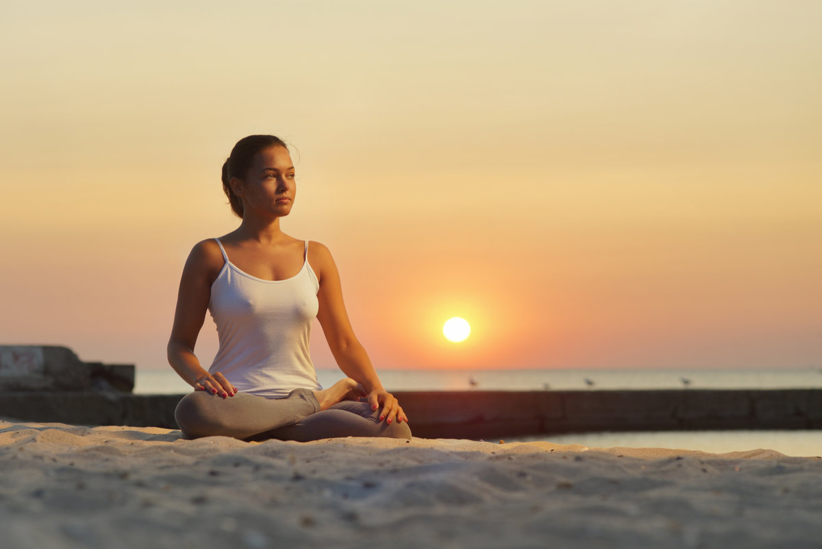 Девочка медитирует картинки