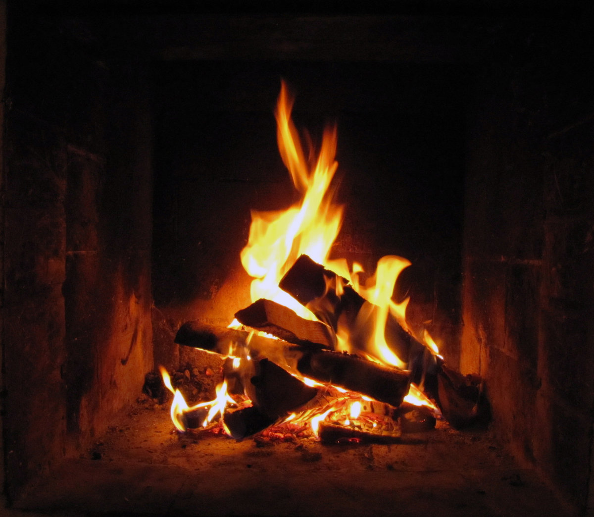Картинка огня в камине распечатать на белом